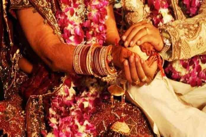 योगी सरकार कराएगी प्रदेश की एक लाख गरीब बेटियों की शादी