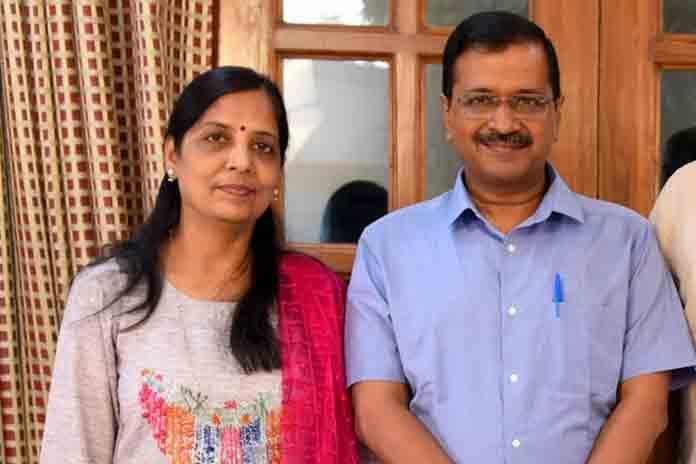राजनीति में इंट्री कर सकती हैं अरविंद केजरीवाल की पत्नी!